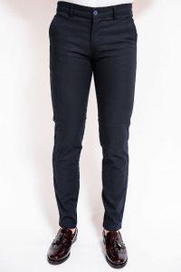 Moda actuala in materie de pantaloni eleganti pentru publicul masculin